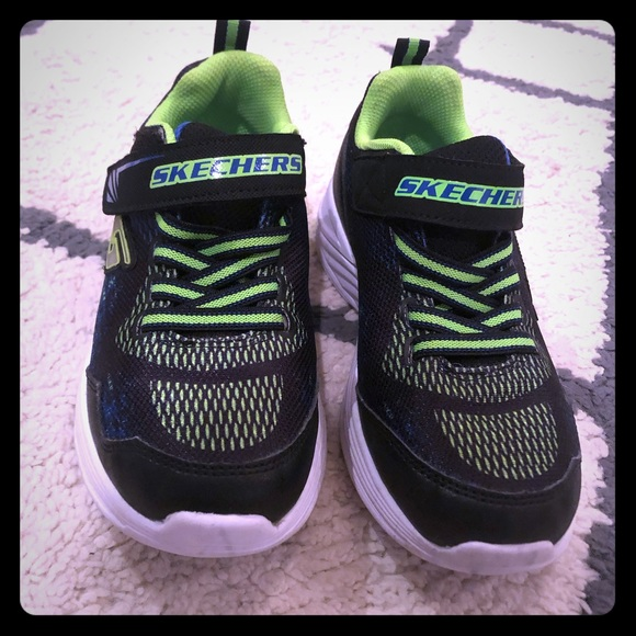 Skechers Shoes | Boys Light Up Size 1